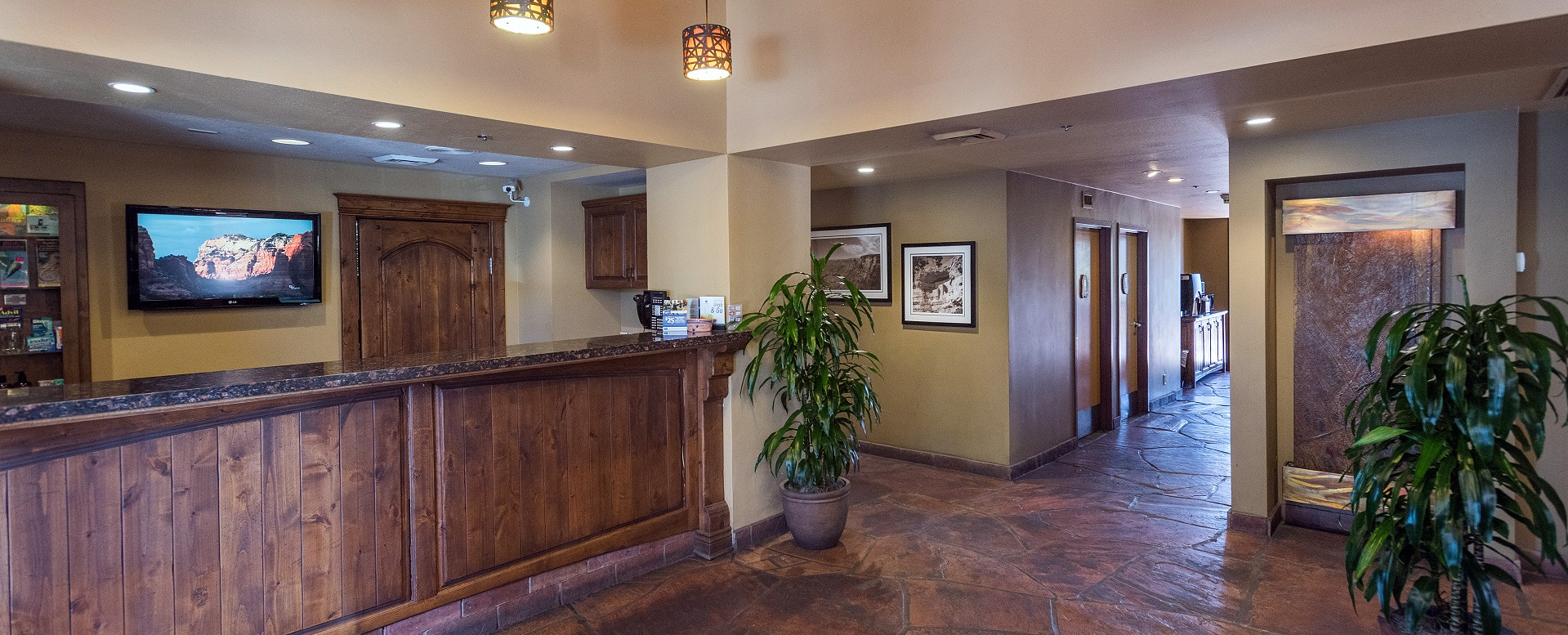 Best Western Plus Inn of Sedona-Front Desk